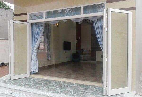 Cửa chính mở quay