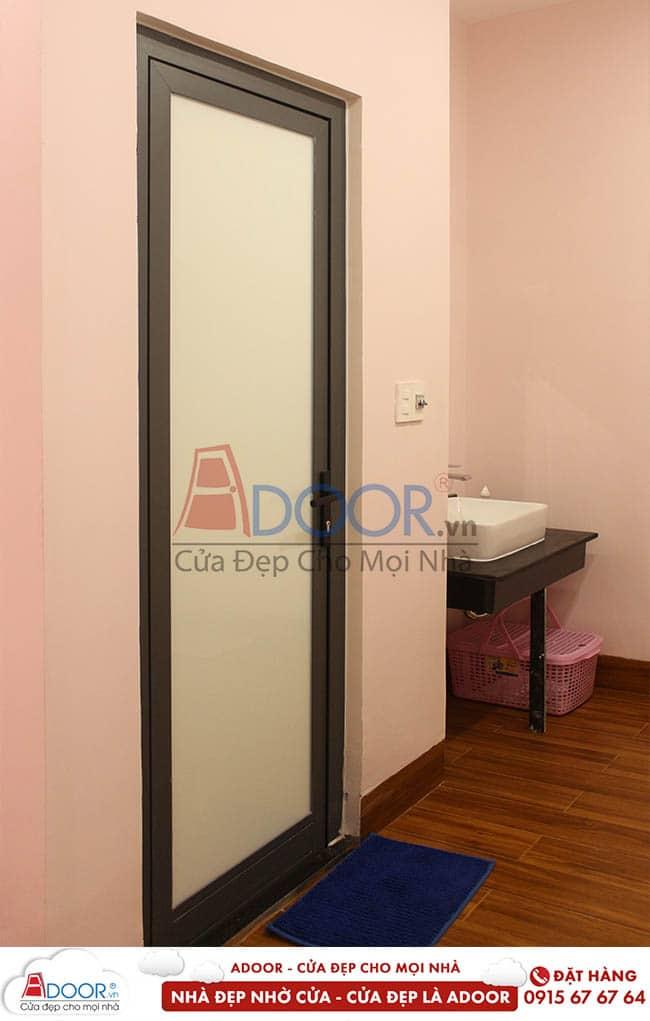 cửa nhà vệ sinh nhôm xingfa