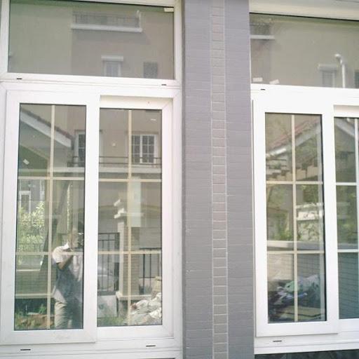 Cửa sổ lùa nhựa lõi thép phòng ngủ