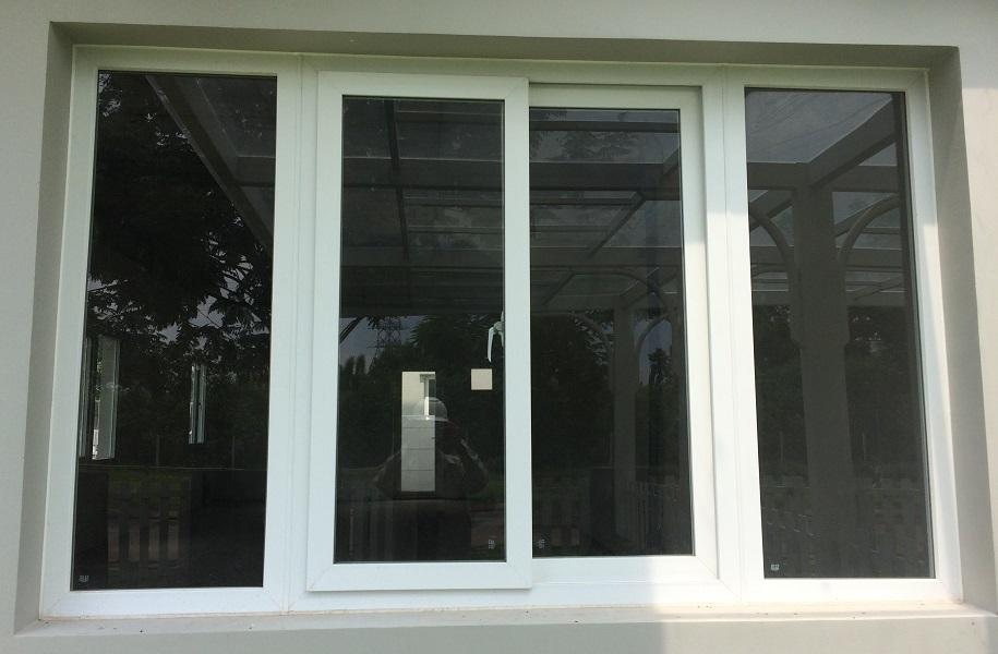 Mẫu cửa sổ nhựa lõi thép kết hợp mở quay và mở lùa