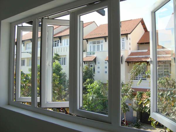 Mẫu cửa sổ 4 cánh mở quay ra ngoài nhựa lõi thép