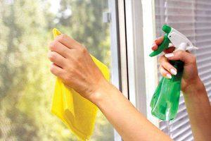 cách làm sạch cửa nhựa lõi thép