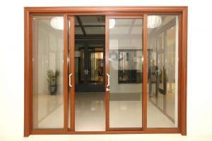 cửa gỗ kết hợp kính cường lực