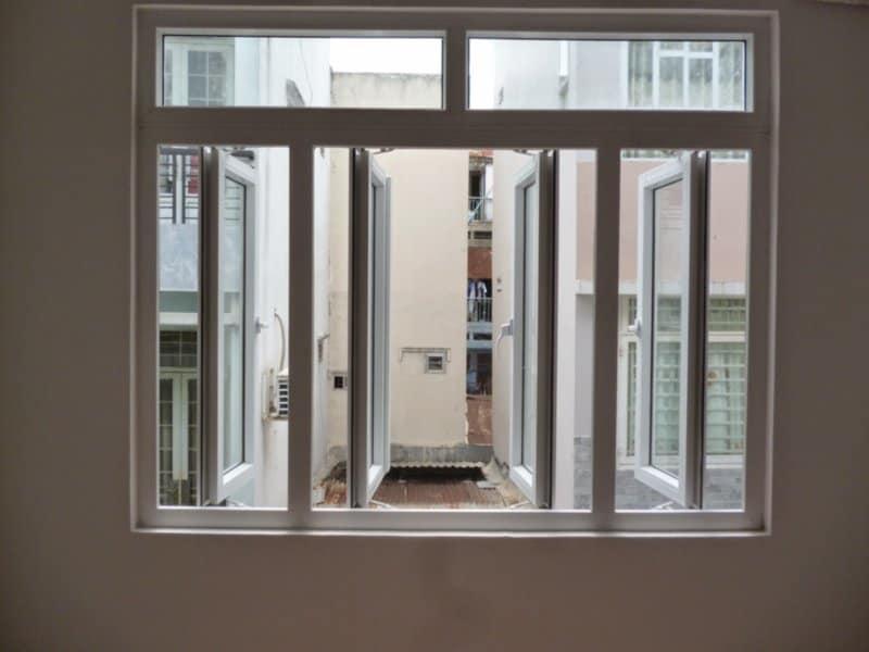 Xét về khả năng chịu nhiệt cửa nhựa lõi thép hay cửa nhôm kính