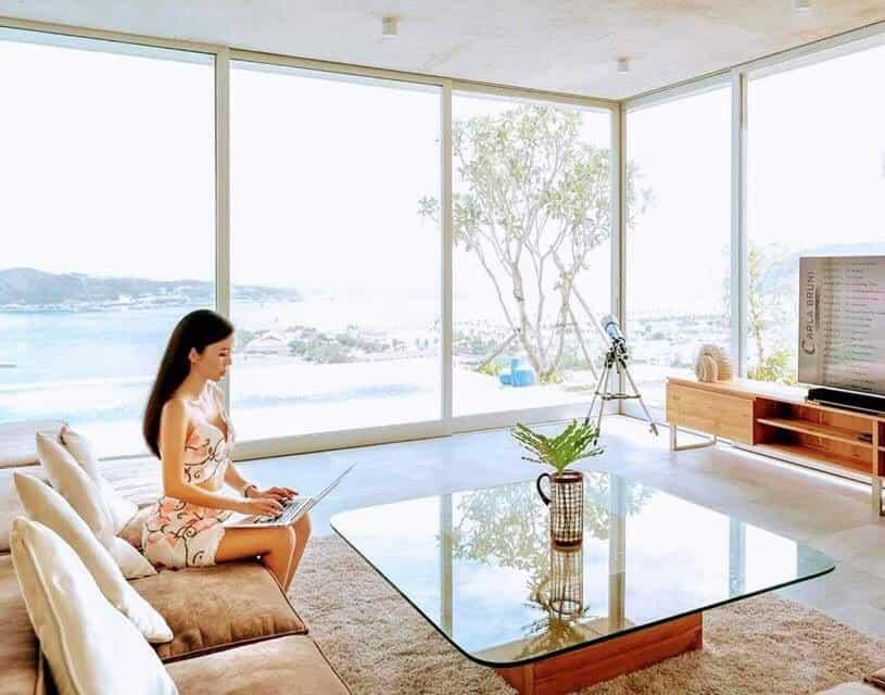 cửa nhựa lõi thép hay cửa nhôm kính cho phòng khách