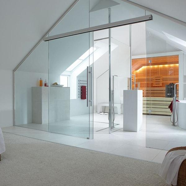 Cửa kính cường lực được sử dụng làm cửa nhà