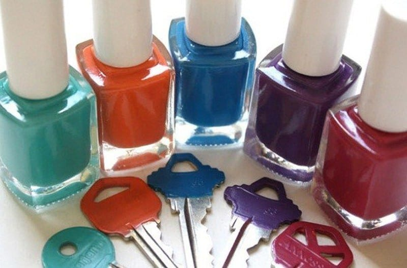 Xử lý vết xước bằng sơn móng tay