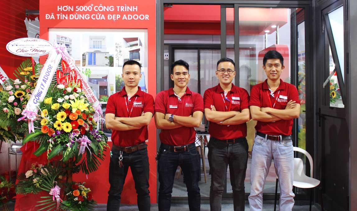Đội ngũ nhân viên chuyên nghiệp tại Adoor