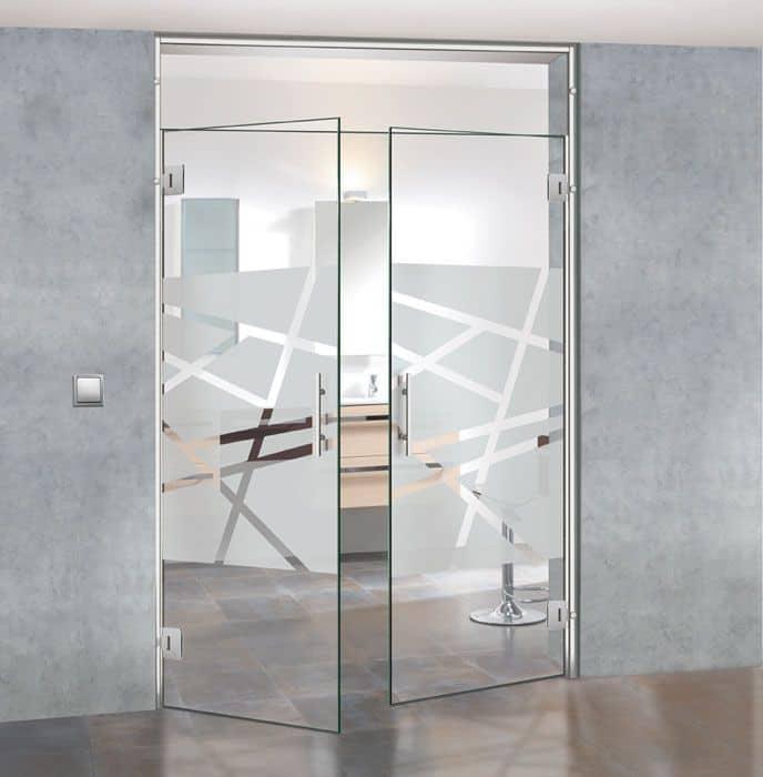 Cửa kính cường lực mở quay - Một trong những mẫu cửa được ưa chuộng nhất hiện nay
