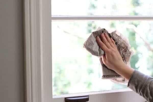 lau cửa kính sạch