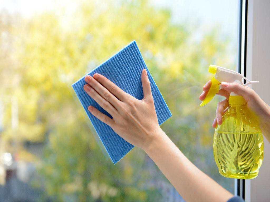 Làu chùi cửa nhựa lõi thép thường xuyên gips tăng tuổi thọ của cửa