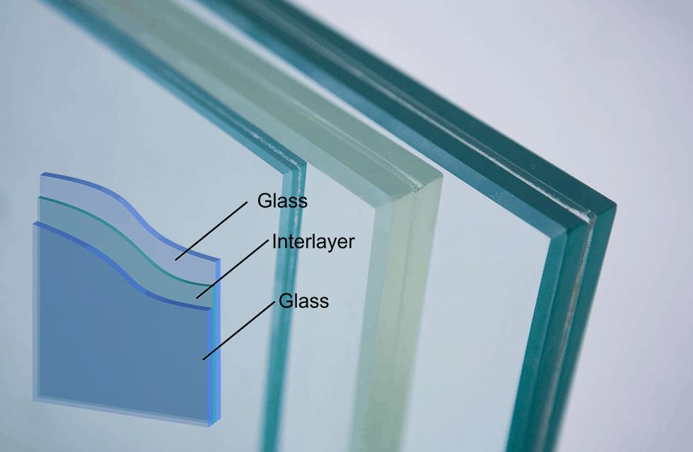 Công đoạn cắt kính và bào kính trong quy trình sản xuất cửa nhựa lõi thép