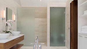 Cửa kính cường lực nhà vệ sinh