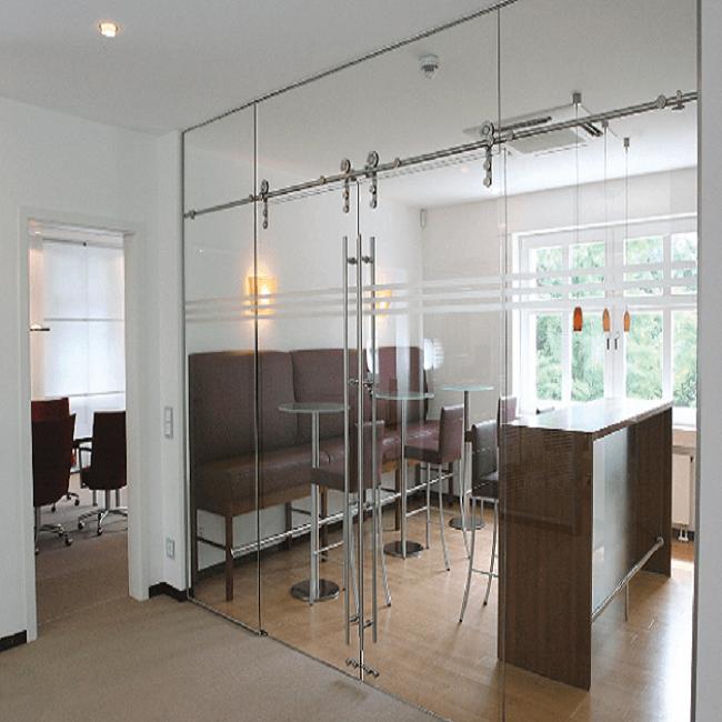 Mẫu cửa phòng khách sang trọng và hiện đại