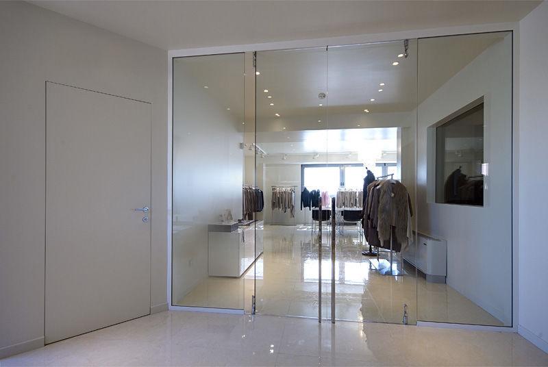 Cửa kính cường lực showroom quần áo tại hcm