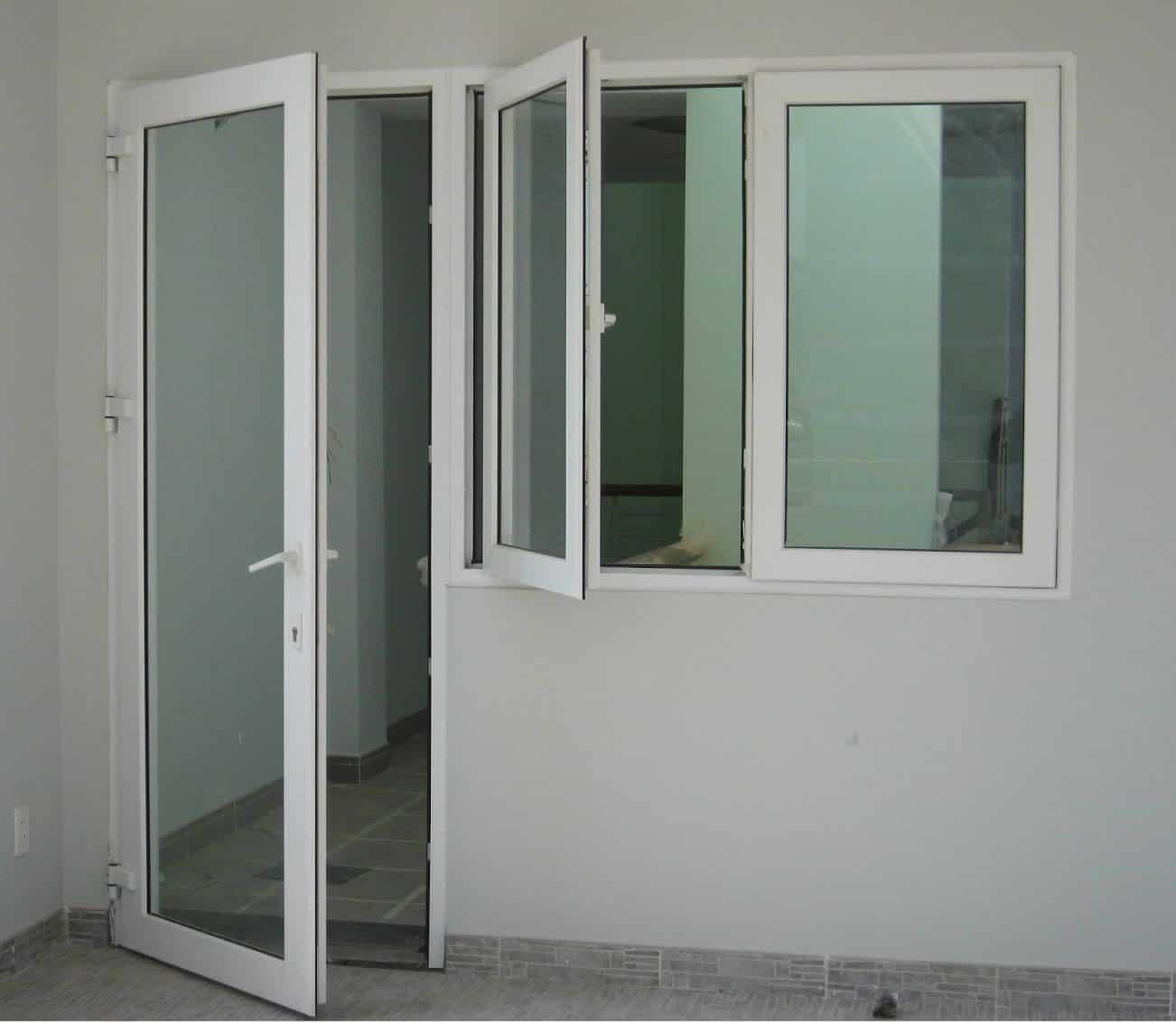 Cửa nhôm kính phòng khách mẹ bồng con khung nhôm trắng