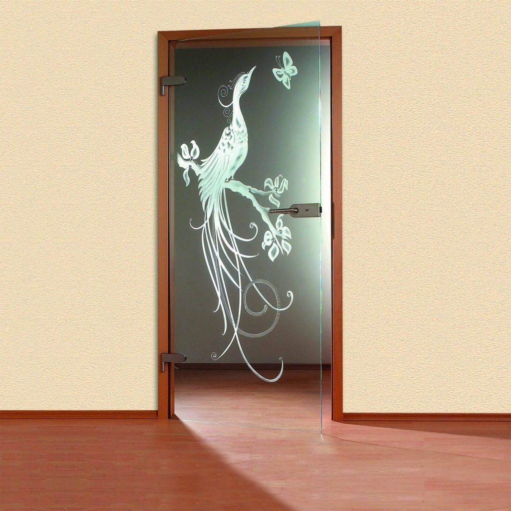 Mẫu cửa kính cường lực 1 cánh mở quay có họa tiết trang trí