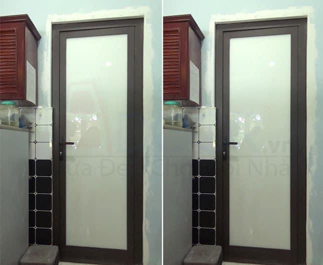 Mẫu cửa nhôm Xingfa 1 cánh nhà vệ sinh màu đen kính gần 100%