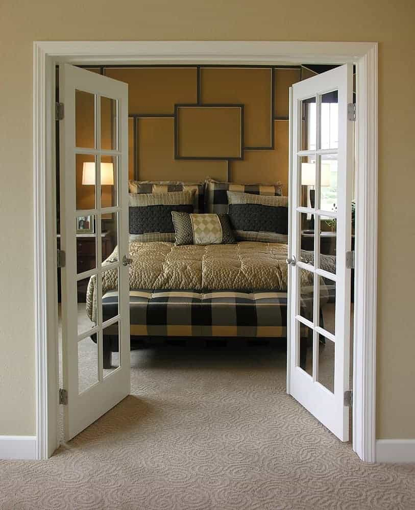 Cửa nhôm 2 cánh mở quay màu trắng dành cho phòng ngủ